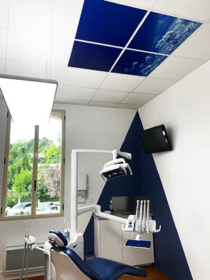 Dalles de plafond happysky équipés dans un cabinet dentaire